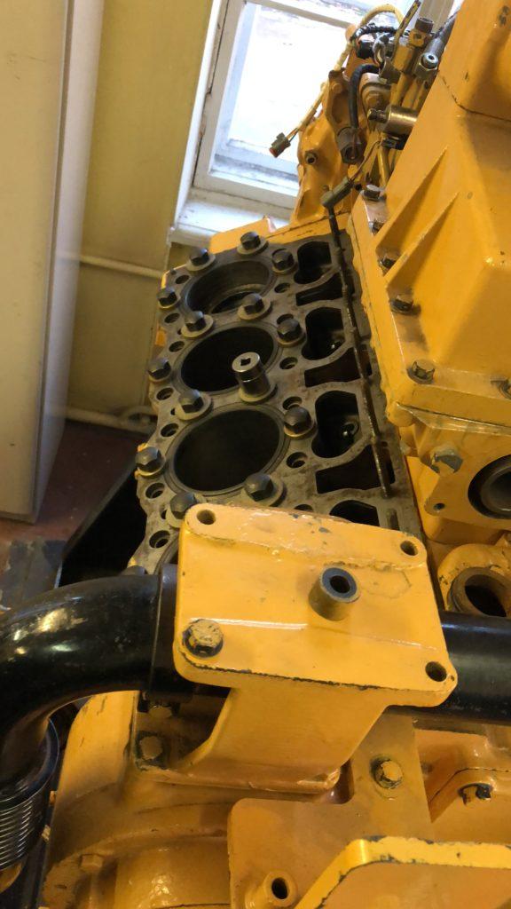 головка цилиндра судового двигателя Caterpillar